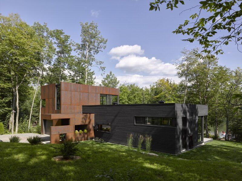 L-образный дом около озера Шарлебуа