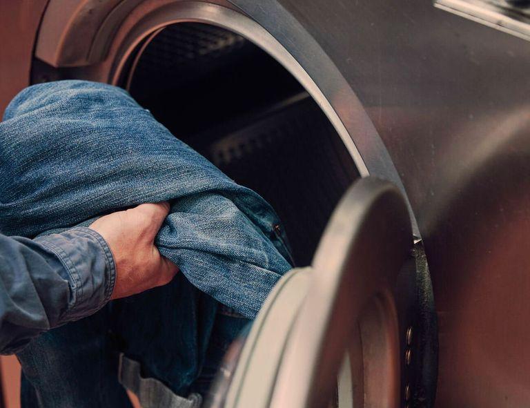 как стирать джинсы из сырого денима