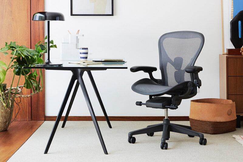 10 лучших эргономичных офисных кресел