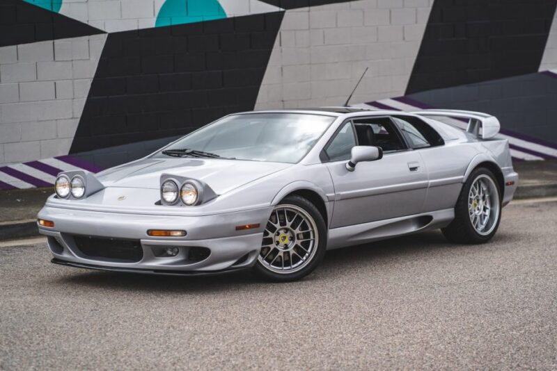 Первый экземпляр Lotus Esprit V8 из серии 25th Anniversary Edition
