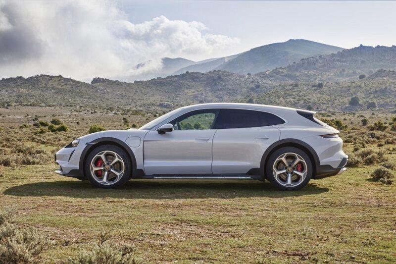 Внедорожный электрический универсал Porsche Cross Turismo