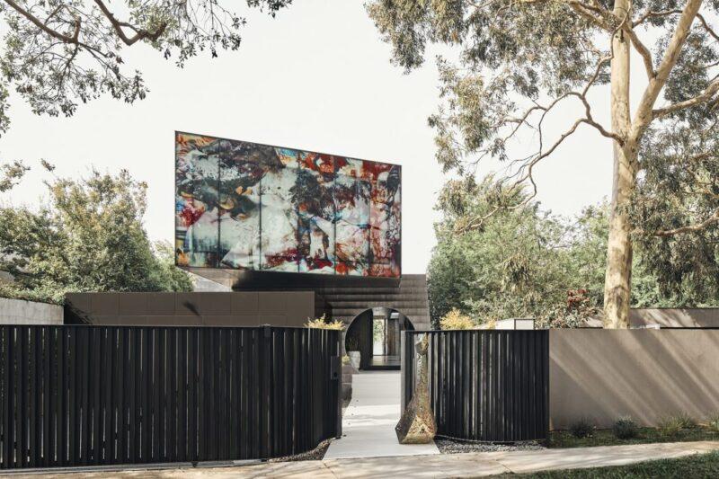 Оригинальный дом JARtB с фреской от Kavellaris Urban Design