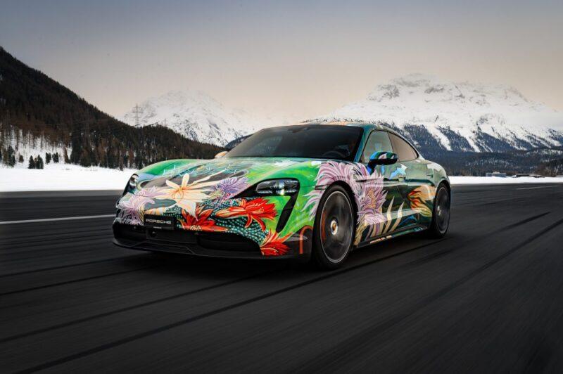 Porsche Taycan 4S Artcar украшенный работой Ричарда Филлипса