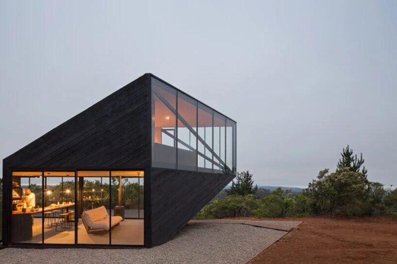 Черный дом от 2DM arquitectos на чилийском побережье