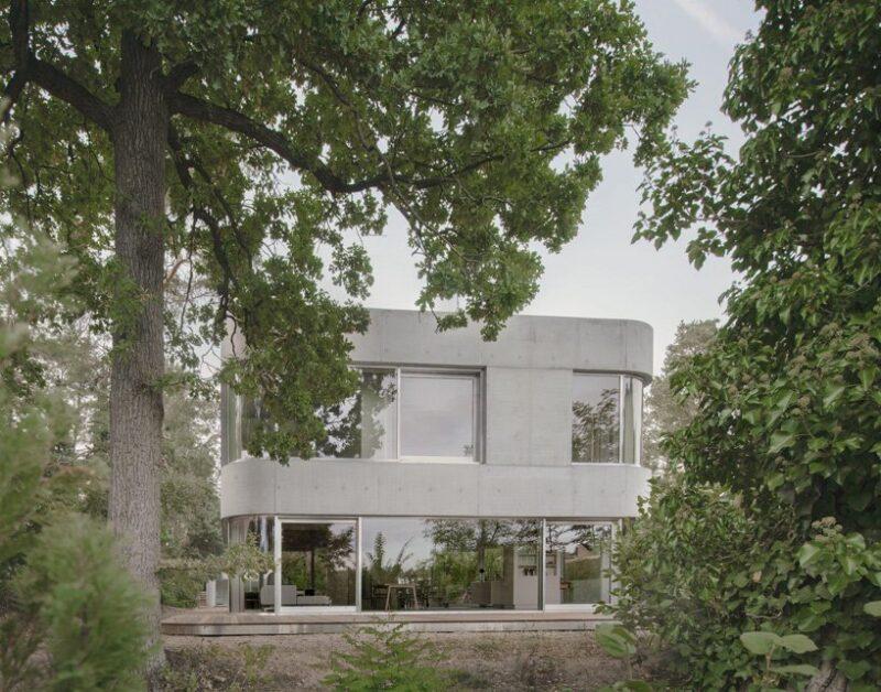 Двухэтажный дом из бетона от студии Augustinundfrank/Winkler
