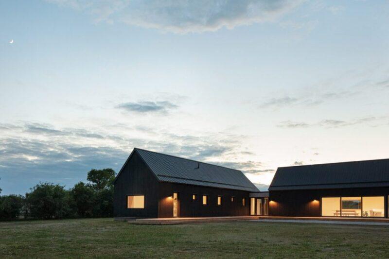 Черный дом — амбар от студии Ravi Handa Architects