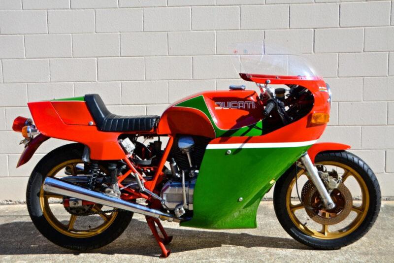 Аукционный Ducati 900SS Mike Hailwood Replica 1979 года