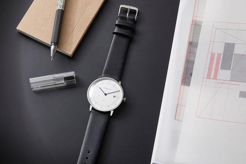 10 лучших наручных часов в стиле Баухаус