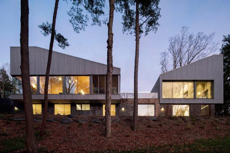 Дом с наклонными крышами от студии Naturehumaine в Канаде