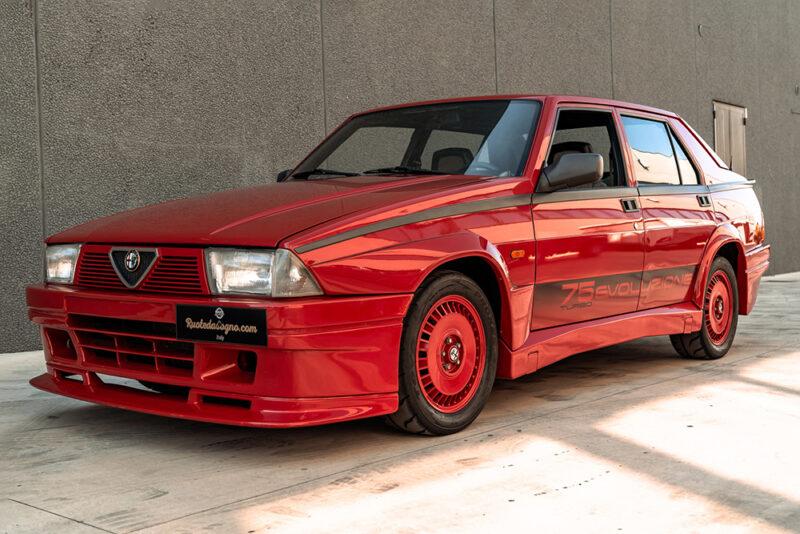Коллекционная Alfa Romeo 75 Turbo Evoluzione 1987 года