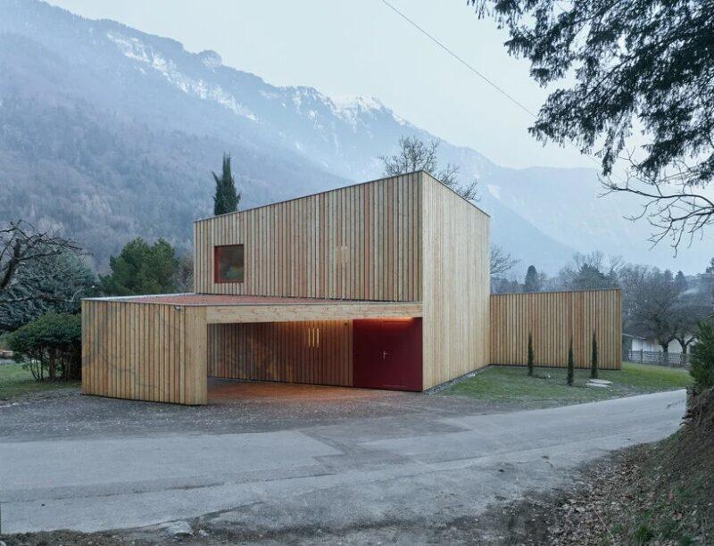 Угловой деревянный дом в Швейцарии