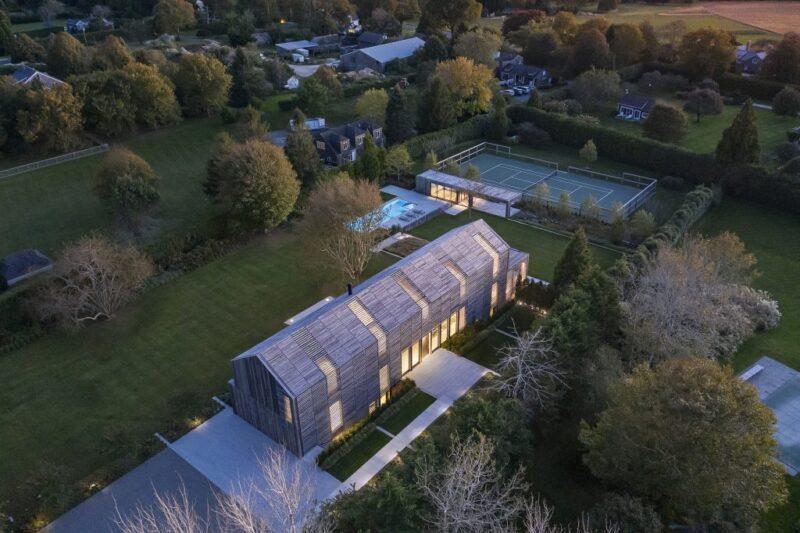 Современный дом из неокрашенного дерева от Birdseye Architects