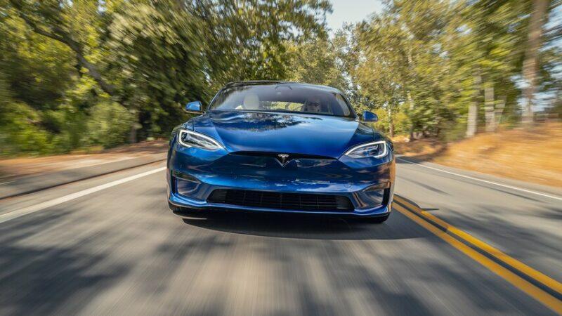 Tesla Model S Plaid: разгон 0–100 за 2 сек