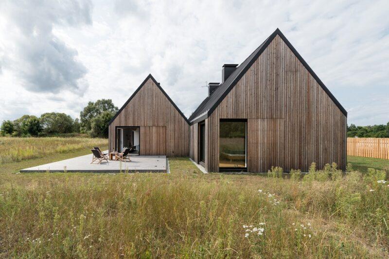 Сдвоенный деревянный дом от Ultra Architects